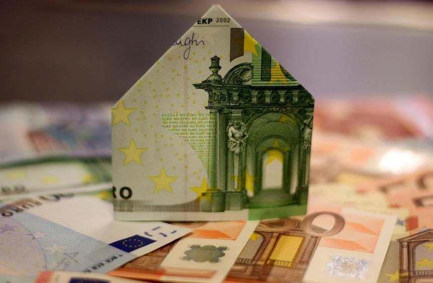 Niedozwolone postanowienia mBank S.A. w umowach kredytów frankowych. Pozew przeciwko mbank. Kredyt frankowy mBank. Unieważniene umowy mBank.